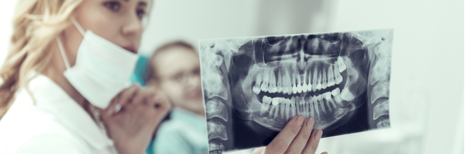 results-of-an-xray-in-the-hands-of-a-young-dentist-picture-1600x529.jpg