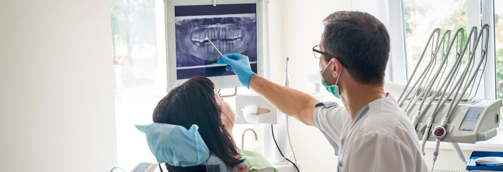 doctor-dentist-showing-patients-teeth-on-xray-picture-1024x350.jpg