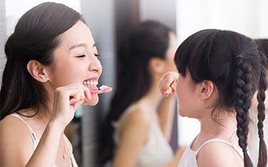 10174-6_Spring_Lifestyle_WomanChildBrushing_376x234.jpg