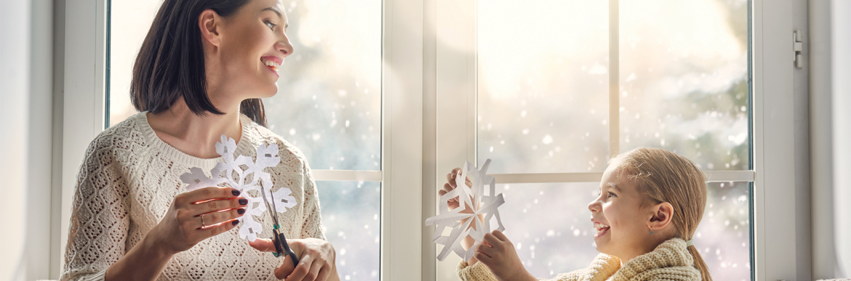 Mother-and-daughter-cutting-snowflakes-1242x411.jpg