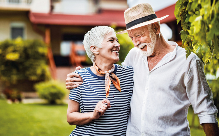 elderly-couple-smiling-752x468.jpg