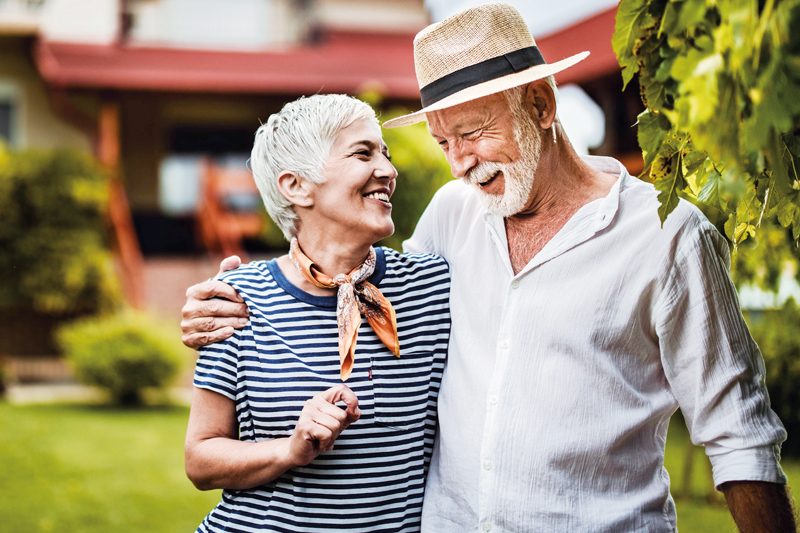 elderly-couple-smiling-800x533.jpg